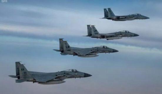 پرواز مشترک جنگندههای عربستانی و آمریکایی بر فراز خلیج فارس