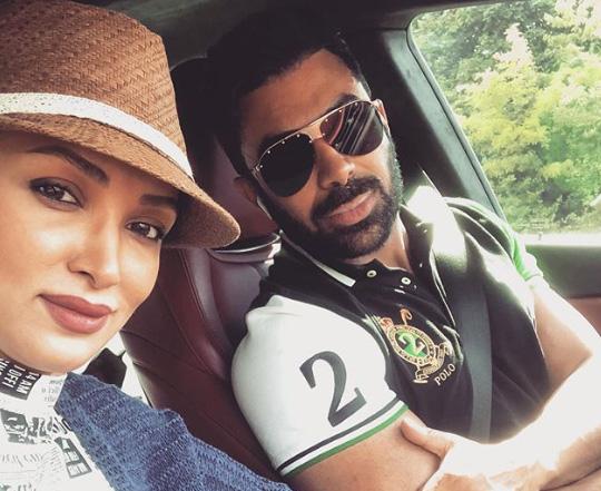 سلفی ماشینی روناک یونسی و همسرش | عکس