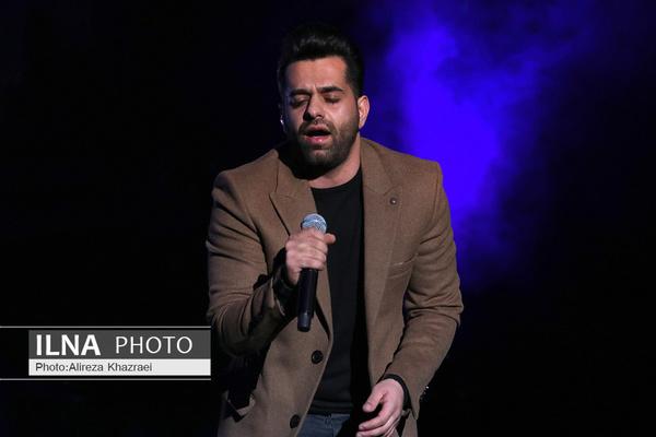 رضا بهرام در کنسرتش با آواز دشتی به شایعات واکنش نشان داد